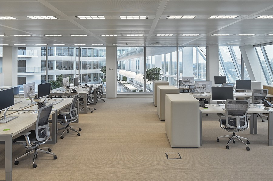 Smart office desks for Deloitte Netherlands employees